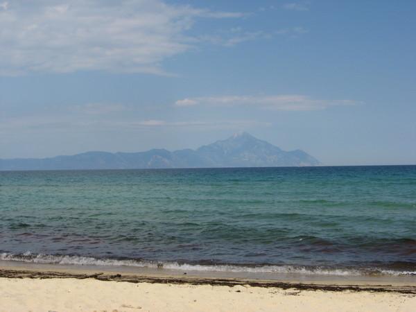Восточный берег Ситонии. Пляж поселка Сарти с видом на Афон