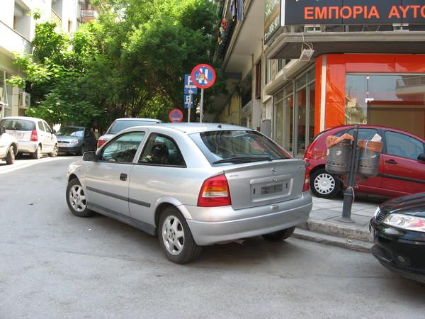 Полиция борется с неправильной парковкой не эвакуаторами, а свинчиванием номеров и серьезными штрафами