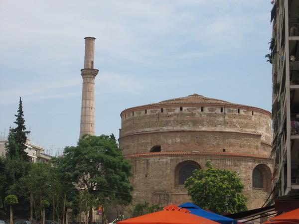 """""""Ротонда"""" была построена в III веке в качестве мавзолея Галерия.<br>Но император был похоронен в Софии, а Ротонду превратили в христианский храм"""