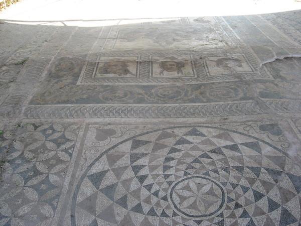 Вилла Диониса названа так из-за мозаики, изображающей этого бога