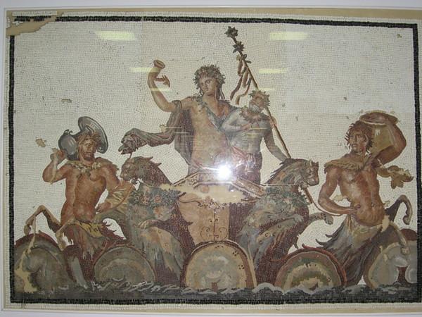 Оригиналы мозаик также хранятся в музее. Вот на этой - тот самый Дионис