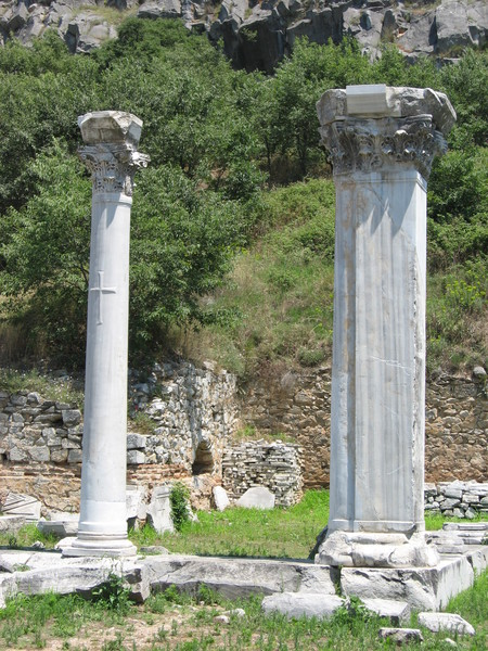 Судя по крестам на колоннах - христианская