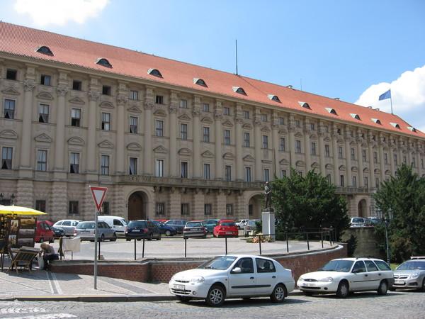 Дворец Чернин. В 40-е здесь было Гестапо, а теперь МИД Чехии
