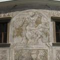 На сграфито Дворца Мартиник голая женщина поймала одетого мужчину