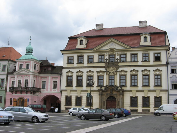 Барокко любили все: и торговец воском (розовый дом «У Шпалаку») и духовенство (Резиденция епископа)