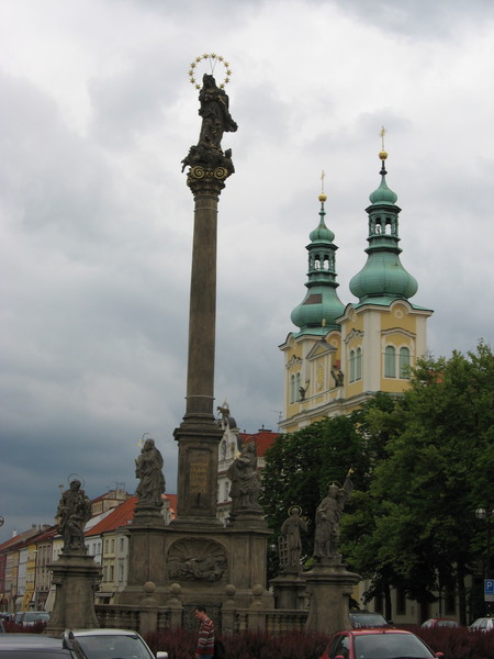 «Чумной столб» в честь Девы Марии, спасшей город от чумы (1717)