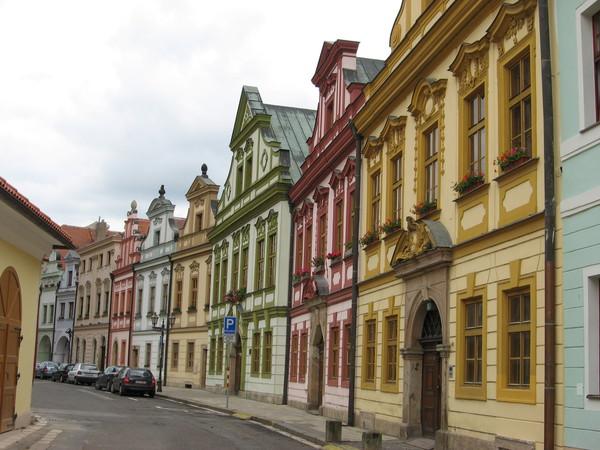 Бывшее здание монастыря с фасадами, перестроенными в разных стилях