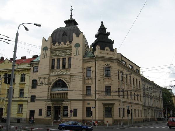 Библиотека в здании бывшей синагоги