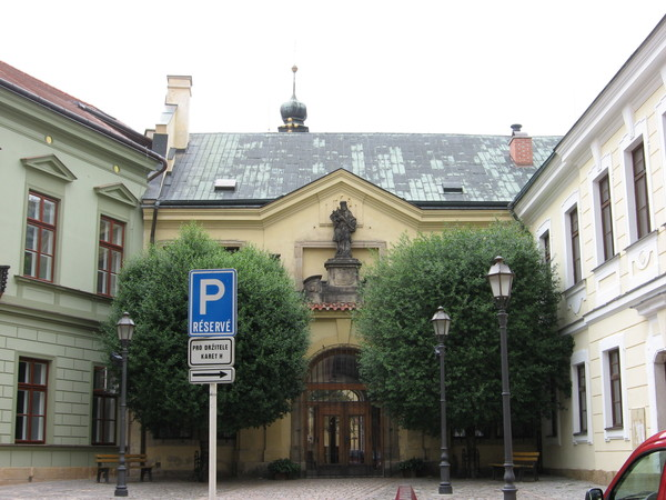 Городской концертный зал расположен в бывшей Епископальной семинарии с церковью Св. Яна Непомуцкого
