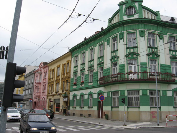 Цветные фасады домов все-таки фирменный знак Градец Кралове