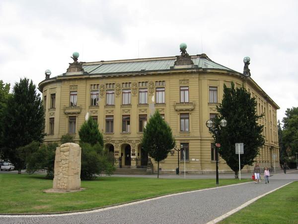 Университет Градец Кралове (бывшая Коммерческая Академия)