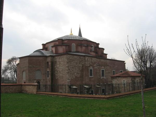 Маленькая София - храм, на котором были отработаны композиционные принципы Софии большой