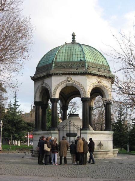 Немецкий фонтан, подаренный кайзером Вильгельмом II