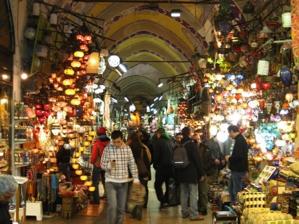 На Большом базаре (Капалы чарши) торгуют всем на свете