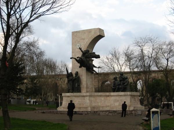 Памятник Мехмеду Завоевателю в районе Фатих