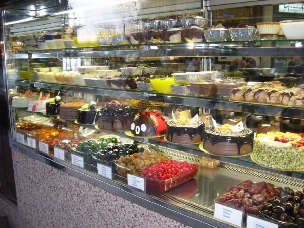 """Обычные \""""невосточные\"""" сладости у турок тоже очень вкусны и нарядны"""