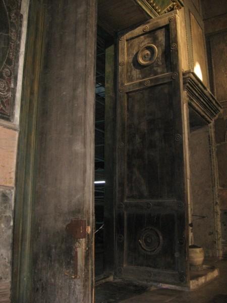 Императорские двери, сделанные по преданию из остатков Ноева ковчега