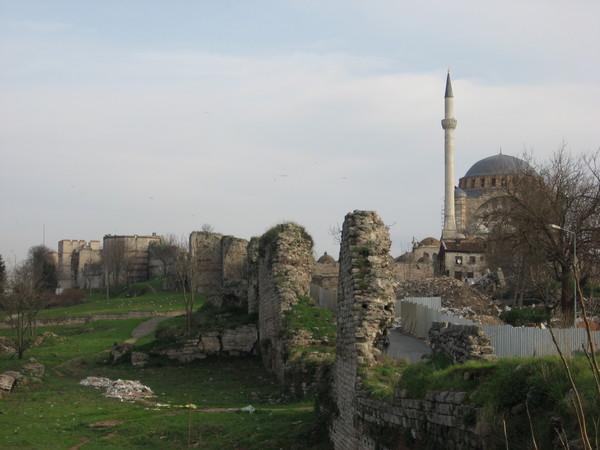 Разрушенные стены Константинополя
