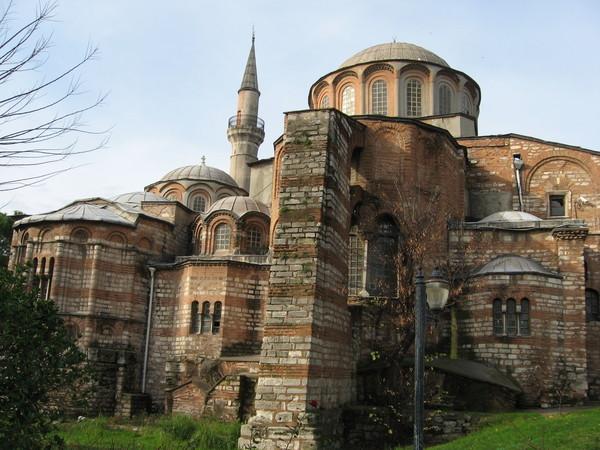Это бывшая византийская базилика Святителя в монастыре Хора