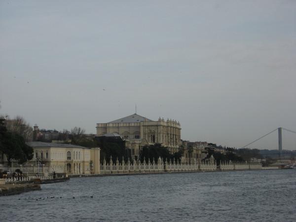 Дворец Долмабахче - в XIX века здесь располагалась резиденция султанов