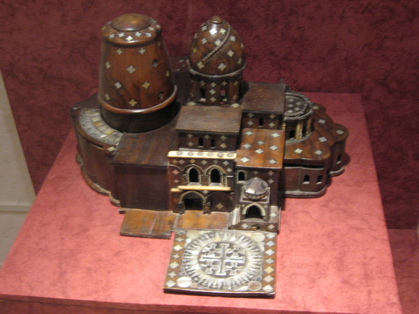 Воскресенский собор - практически копия Храма Гроба Господня в Иерусалиме (на макете)