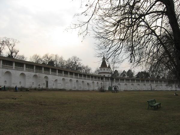 При Советской власти монастырь был закрыт и объявлен «художественно-историческим памятником старины».<br>Поэтому в нем есть действующий музей с неплохим собранием икон и церковной утвари.