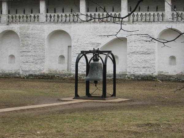 Звонницы нет, но колокола остались... И они очень красиво звонят