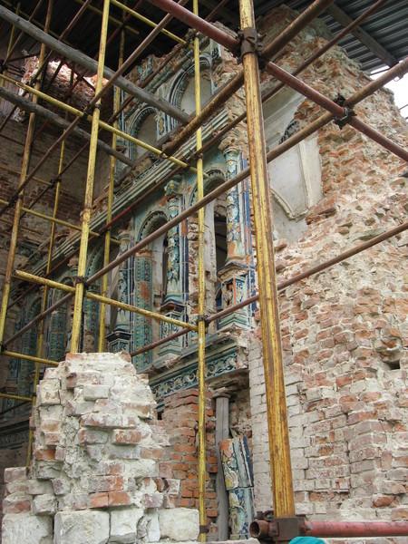 Однако, советская власть тут ни причем, монастырские постройки<br>были взорваны в 1941 году немецкими солдатами дивизии СС «Райх»