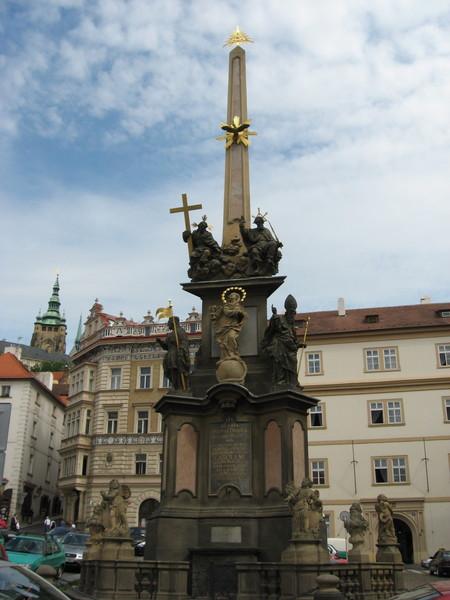 Святотроицкая колонна поставлена в честь избавления от эпидемии чумы