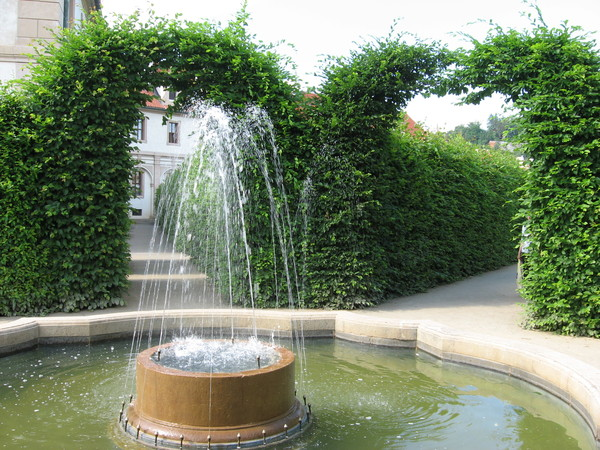... кругом фонтаны...
