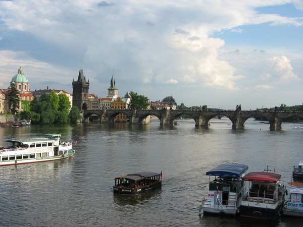 Вид на Влтаву и <a href=http://www.shchepotin.ru/foto.php?album=22>Карлов мост</a>