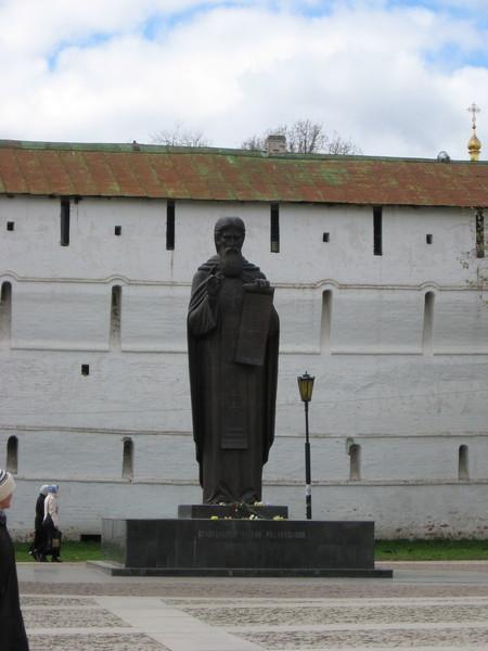 Памятник основателю Свято-Троицкого монастыря преподобному Сергию Радонежскому