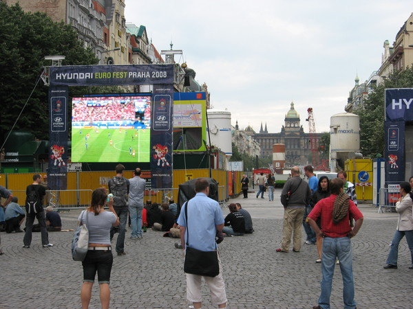 На Вацлавской площади футбол также показывали