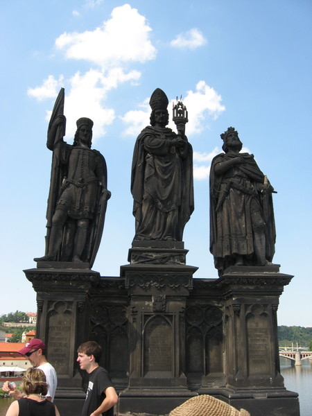 Cвятые Норберт, Сигизмунд и Вацлав.<br/>Сигизмунд по навету жены убил собственного сына, после чего ушел в монастырь
