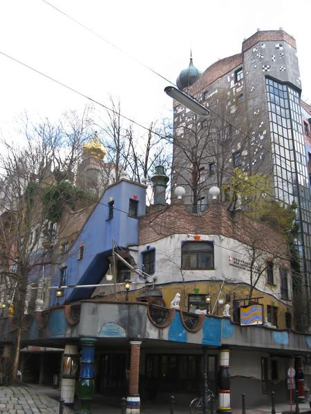 Одним из обязательных пунктов программы для меня было - посмотреть на дом Хундертвассера