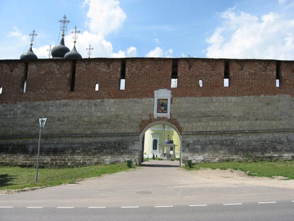 Троицкие ворота были пробиты прямо в стене в 1789 году