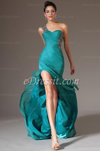 521c3049cee Основными критериями выбора новогоднего платья являются особенности места  проведения праздника