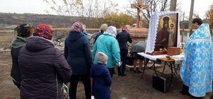 """Sfințirea Crucii din curtea bisericii """"Sfinții Trei Ierarhi"""", cartierul Dacia, orașul Fălești"""
