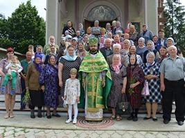 """La hramul bisericii """"Sfânta Treime"""" din Scumpia"""
