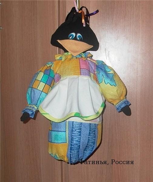 Для пошива понадобится 4 вида ткани - дя платья, фартука, головы и клюва...