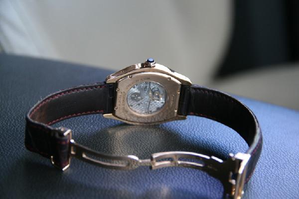 Продам женские часы Картье. Золото. Отличное состояние. Отправлю в любой  город. bd1359bf521