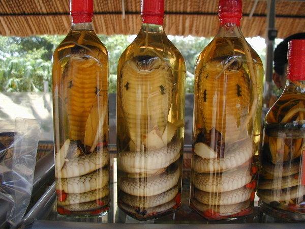 рисовая водка со знаком змеи