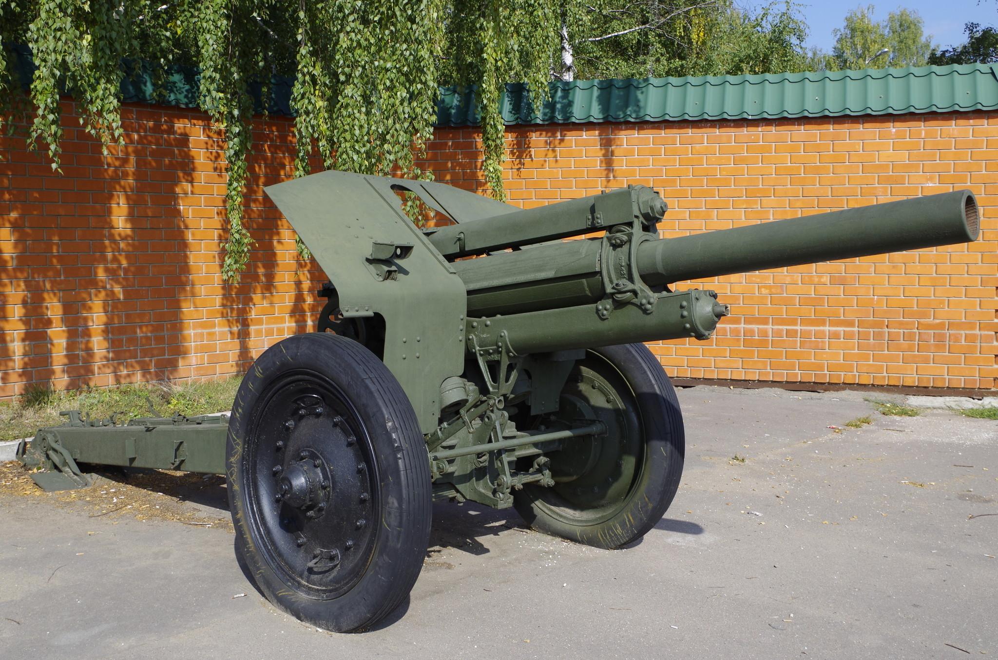 122-мм гаубица М-30 образца 1938 года в Центре военно-патриотического воспитания и физической подготовки допризывной и призывной молодежи ЮВАО (улица Заречье, владение 3)