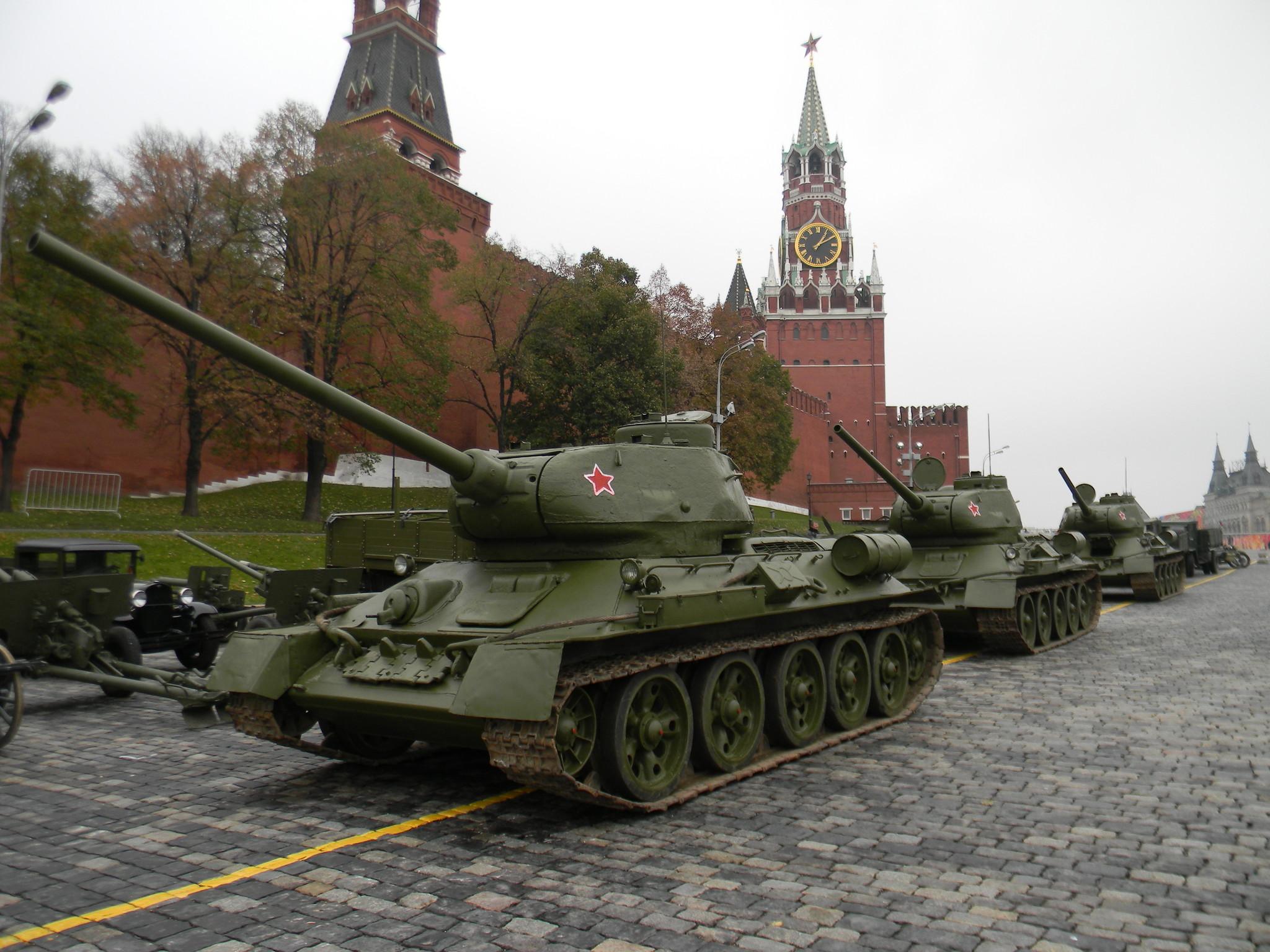 Танки Т-34-85 на Красной площади