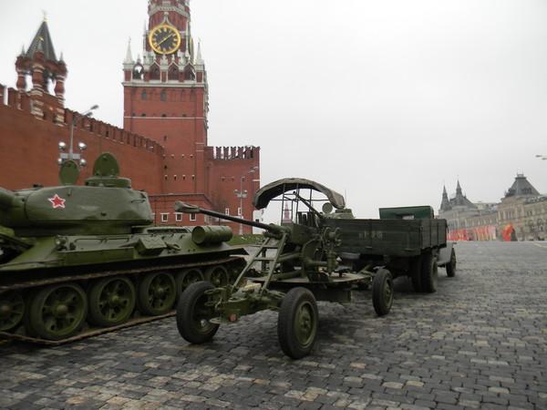 37-мм автоматические зенитные пушки образца 1939 года (61-К) на Красной площади