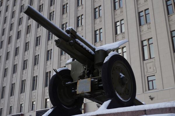 122-мм гаубица образца 1938 года (М-30). Фрунзенская набережная, дом 22, строение 2