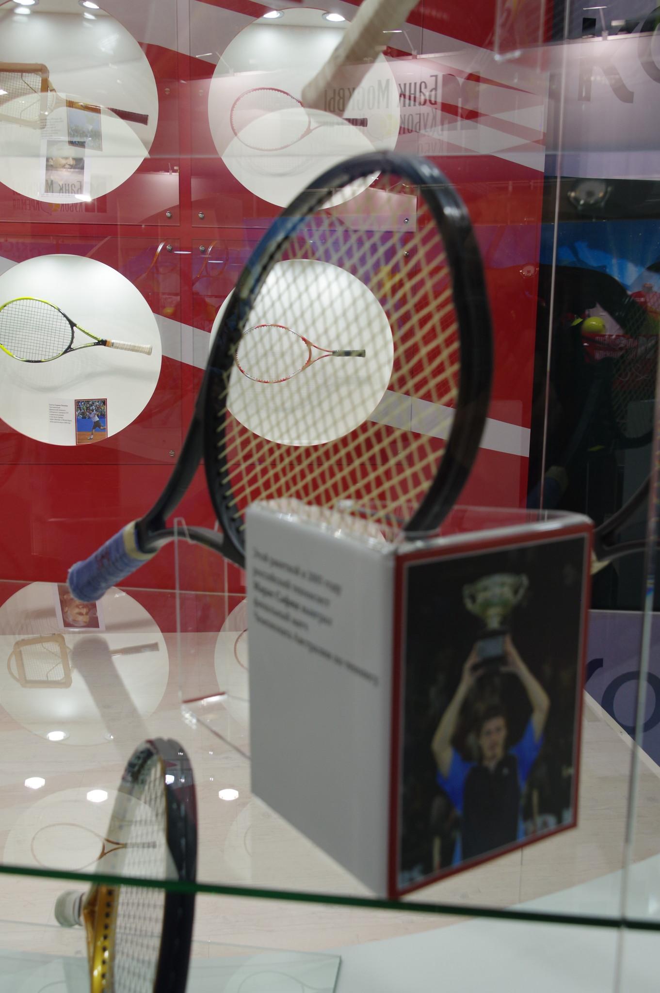 Этой ракеткой в 2005 году Марат Сафин выиграл финальный матч Чемпионата Австралии по теннису