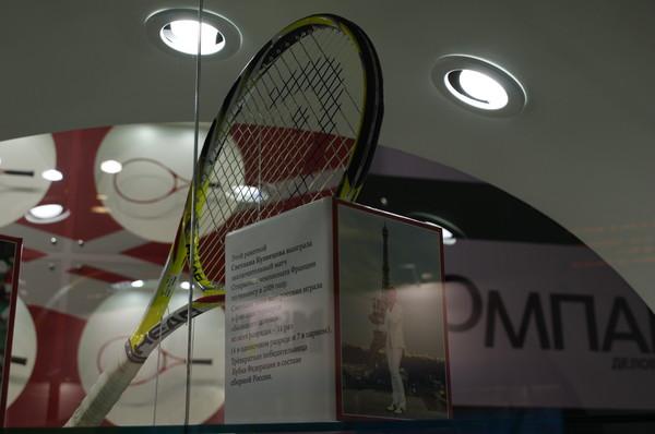 Этой ракеткой Светлана Кузнецова выиграла заключительный матч Открытого чемпионата Франции по теннису в 2009 году