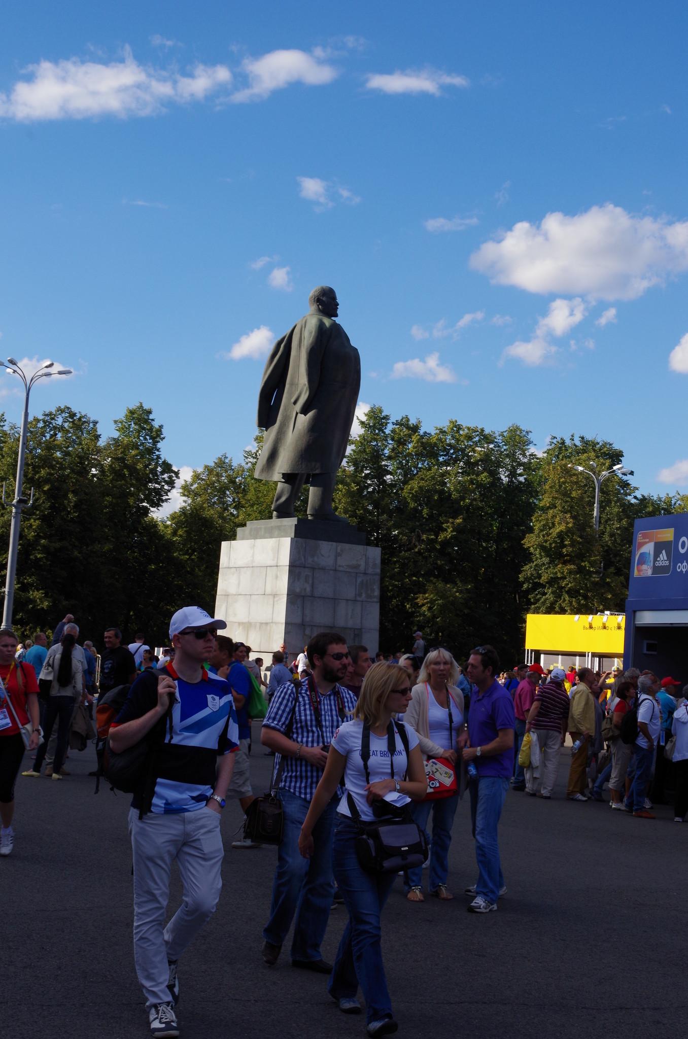 Памятник В.И. Ленину в Лужниках – это один из самых старинных памятников Москвы
