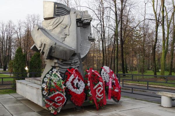 Памятник погибшим на стадионах мира